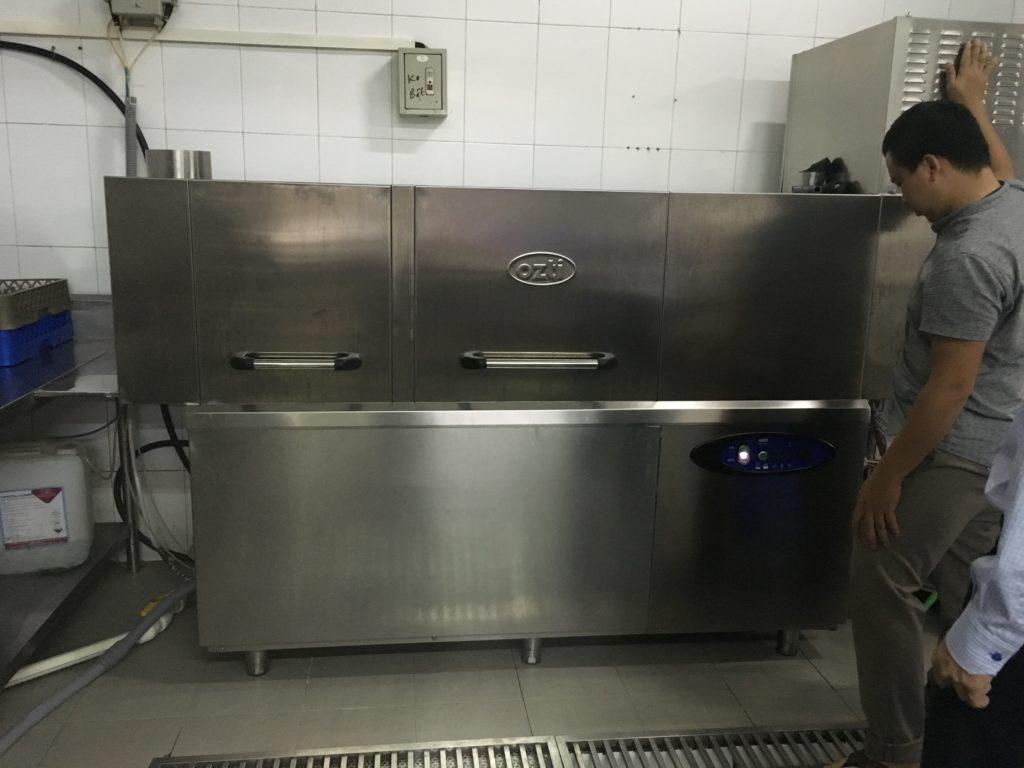 Máy rửa chén công nghiệp tại Âu á