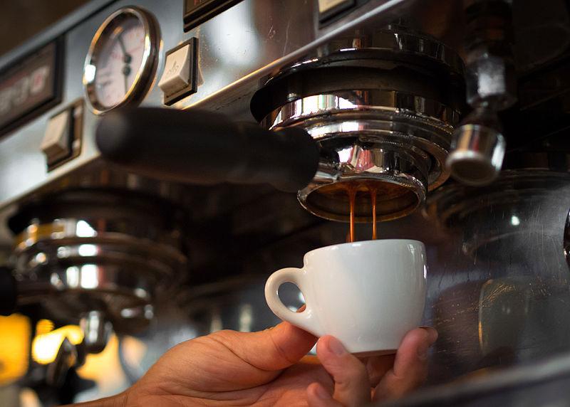 pha ca phe espresso bang may