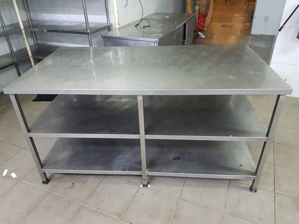 3 loại bàn sơ chế inox hữu dụng và đa năng cho bếp công nghiệp